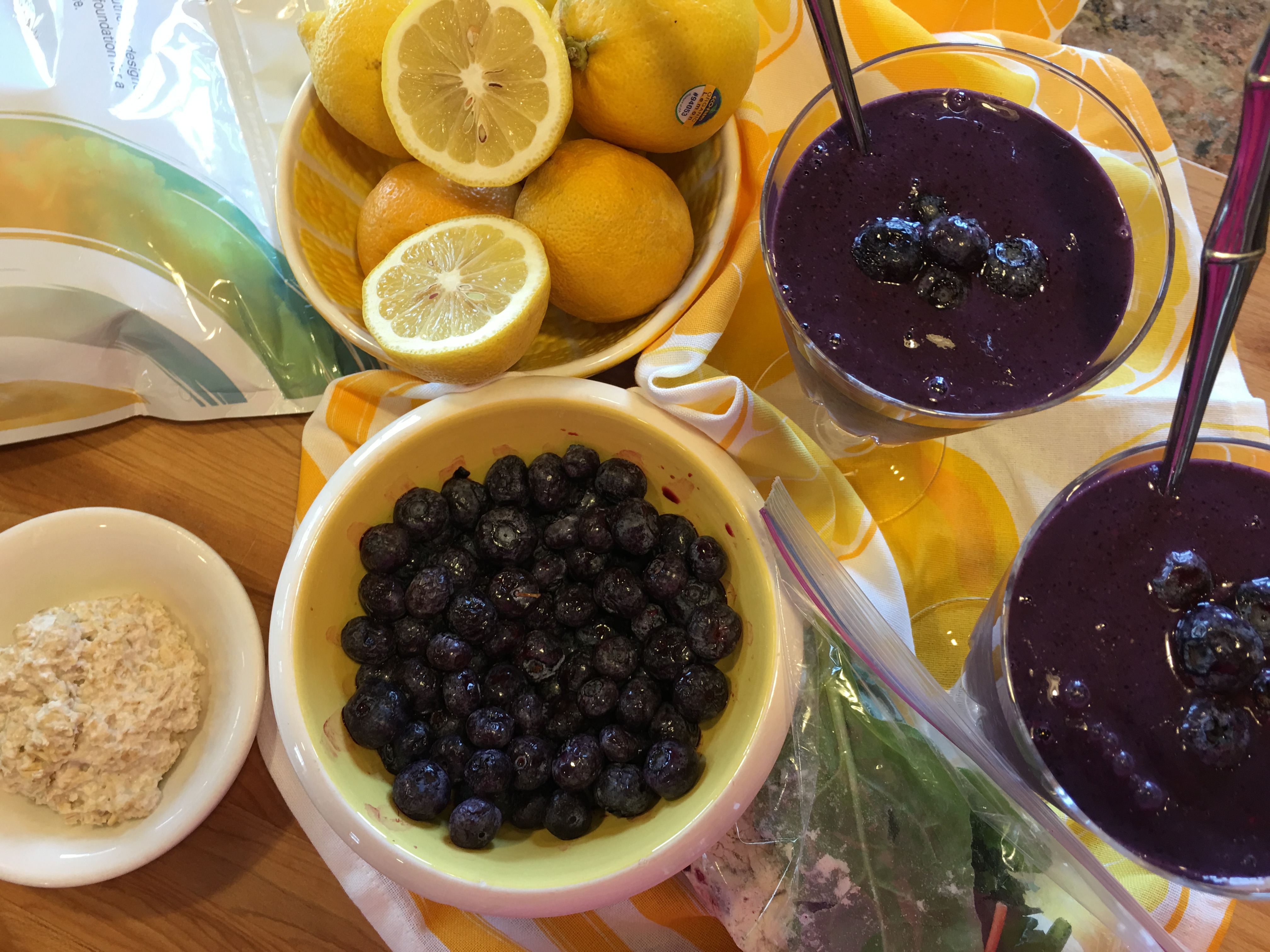 Blueberry-Lemon Oatmeal Smoothie | Avocado Runners